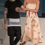 Inspirado no mundo da tatuagens! Desfile de Bruno Nova com a top Bárbara Berger. Foto Sério Amaral / CNI